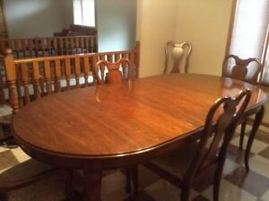 Cherry Gibbered Dining Room Set