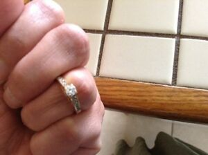 Engagement ring with heart shaped accents Sarnia Sarnia Area image 5