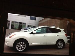 2013 Nissan Rogue, low km.