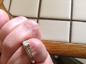 Engagement ring with heart shaped accents Sarnia Sarnia Area image 4