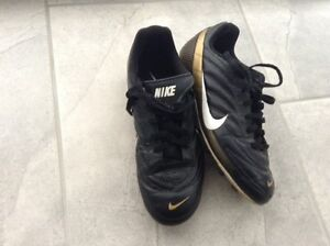 Soccer cleats, size 2 London Ontario image 2