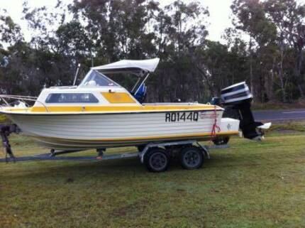 Cruise Craft with pod 18ft Buxton Bundaberg Surrounds Preview