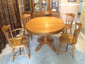 Excellent dining room table