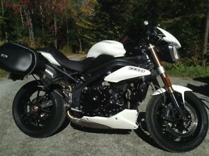 Moto Triumph Speed triple 2012