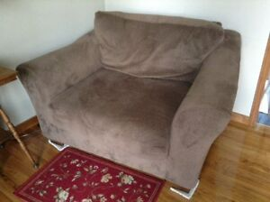 Wide Chair Cornwall Ontario image 2
