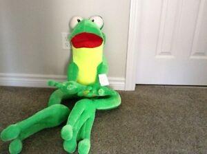 Large frog London Ontario image 1