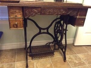 Antique Raymond Sewing Machine Kawartha Lakes Peterborough Area image 4