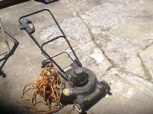 Black and Decker electric lawnmower plus long extension cord Sarnia Sarnia Area image 5