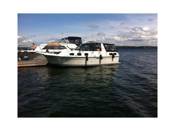 Used 1983 Carver Yachts Riviera 28