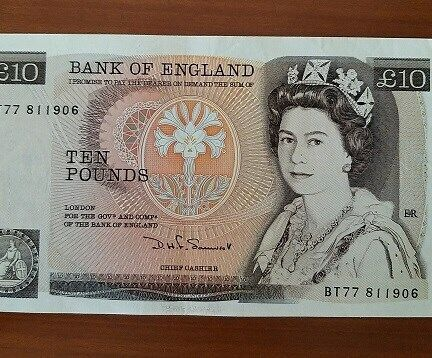 England 10 Pound Currency Banknote features Queen Elizabeth II of Year 1980, A VERY FINE Note