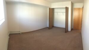 Bright & Open 2 Bdrm in Lakewood! Call 306-700-5551!