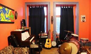 May-Aug Sublet near Lionel-Groulx Metro Station