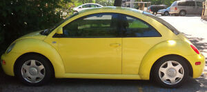 2000 YELLOW VOLKSWAGON BEETLE 2-DOOR COUPE, AUTOMATIC