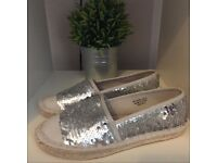 Lovely silver sequinned used pumps