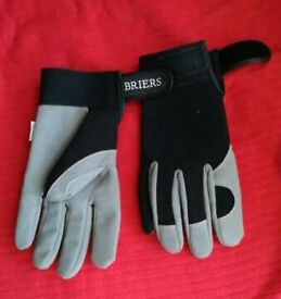 Mens medium sized cycle gloves