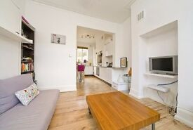 Recently refurbished studio flat to let with a communal garden in Fulham Broadway