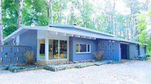 Stunning modern house on 13+ Acres land in Fonthill for sale