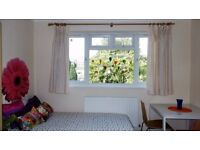 SHMP AGENT OFFER VERY NICE DOUBLE ROOM IN A TWO BED FLAT NEAR HAINAULT UNDERGROUND STATION IG6
