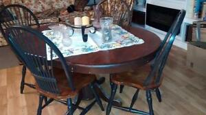 Solid Maple Table with chairs Gatineau Ottawa / Gatineau Area image 1