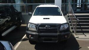 2011 Toyota Hilux KUN26R MY10 SR White 5 Speed Manual Cab Chassis Winnellie Darwin City Preview
