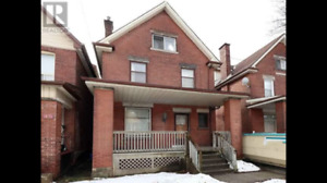 4 Bedroom Home near Wentworth Stairs