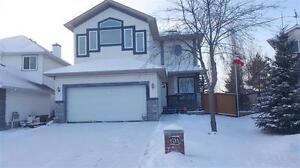 BEAUTIFUL 3 BEDROOM BI-LEVEL HOUSE FEATURING MANY UPGRADES AND F