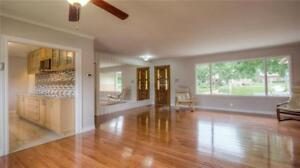 Gorgeous 3 BR Home /1500sqf + Garage/Forest Hill/Renovated