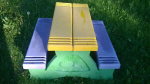 BACKYARD TOYS: picnic table, basketball net, bike with training West Island Greater Montréal image 1