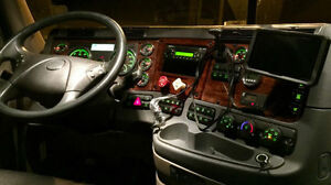 FREIGHTLINER 2014 LIKE A BRAND NEW TRUCK.