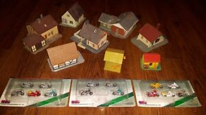 See pictures HO SCALE MODEL RAILROAD TRAIN TRACK, BUILDINGS, ETC