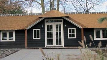 Tuinhuis met veranda maatwerk tuinkamer terrasoverkapping klussers en - Veranda met dakpan ...