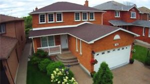 Detached home in Mississauga with Parking for $1,199,900