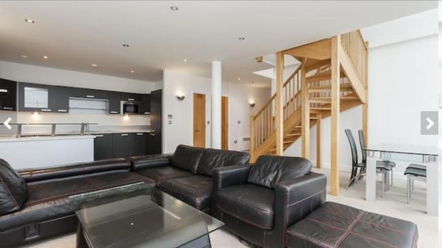 Amazing 3 Bedroom Penthouse in Docklands E16 1AS £3000.00