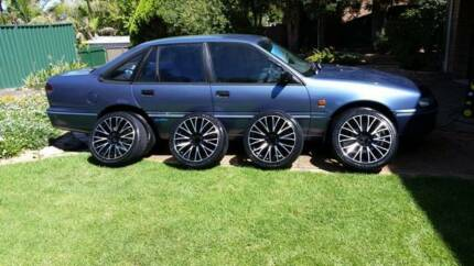 """Aspire 18"""" Alloy wheels with tyres and Centre Discs. 235x40R18"""