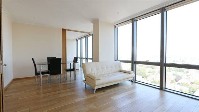 2 bedroom flat in One West India Quay, Hertsmere Road, Canary Wharf