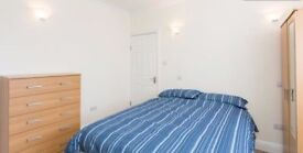 Available now En suite in White city area!! M