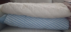 Twin bedspead and comforter