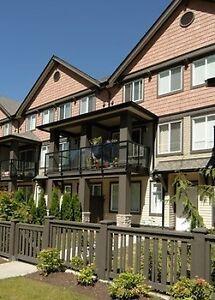 Beautiful 2 bedroom townhouse-2min walk- Edmonds Sky train stati