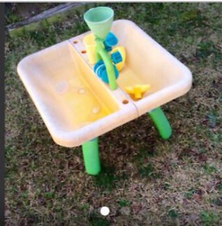 Large water and sand play table(68cmx68cm) + nerf water gun-- only $5! Carlingford The Hills District Preview