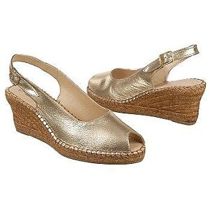 NEW IN BOX Azura golden leather wedge sandals (Spain) – Size 7