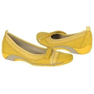 BRAND NEW YELLOW NATURALIZER MARY JANES SIZE 8.5