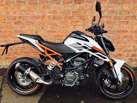 2017 ktm duke 125 learner legal ready to race for only a week in southside glasgow. Black Bedroom Furniture Sets. Home Design Ideas
