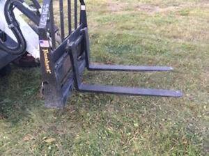 "42"" Skid Steer Pallet Forks - Tomahawk MADE IN USA"
