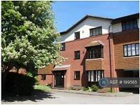 2 bedroom flat in Fishers Court, Horsham, RH12 (2 bed)