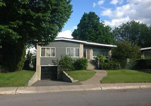 House For Rent - Maison a louer Chomedey Laval