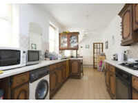 4/5 bed student house with 2 toilets and bath in Brick Lane, available now!