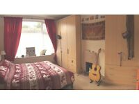 1 double room in lovely spacious house !