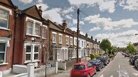 3 bedroom flat in Trevelyan Road, London, SW17
