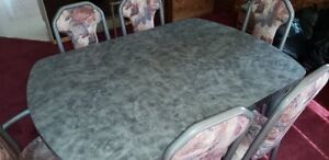 Beautiful Dining Room Table with 6 chairs