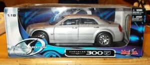 MAISTO  SPECIAL  EDITION  CHRYSLER  300  HEMI  C  1:18  CAR